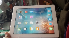 Apple I pad 2 16 gb only ...